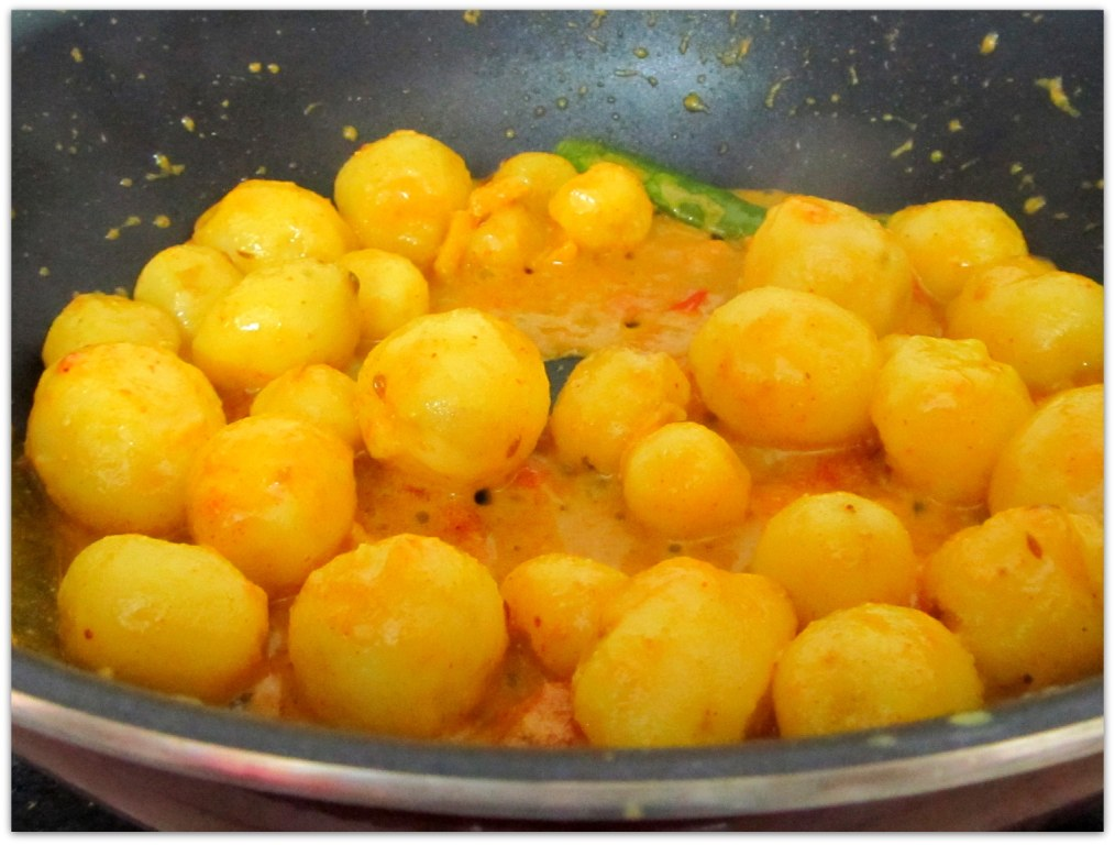 Niramish Choto Alur Dom - Recipes By Sharmistha Dey